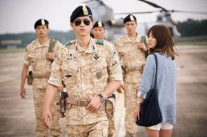 20151113-014652-song-joong-ki-and-song-hye-kyo-in-descendants-of-the-sun-600x398-anh-1